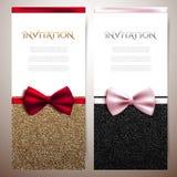De uitnodigingskaarten met glanzend schitteren en decoratieve bogen Stock Afbeeldingen