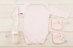De uitrusting en de modellen van het babymeisje stock afbeeldingen