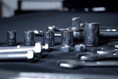 De uitrusting van staalhulpmiddelen met moersleutels en moersleutels Stock Afbeeldingen