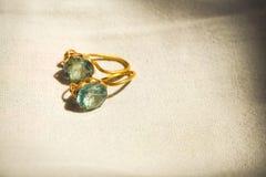 De uitstekende beste mooie gift van Twee Steendiamond vintage-inspired gemstone earrings voor het conceptontwerpidee van het vrou royalty-vrije stock fotografie