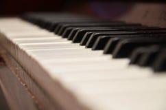 De uitstekende close-up van het pianotoetsenbord royalty-vrije stock afbeeldingen