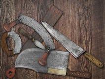 De uitstekende collage van keukenmessen over oud hout Royalty-vrije Stock Foto's