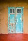 De uitstekende deur en het venster van het stijl oude oude huis Royalty-vrije Stock Fotografie