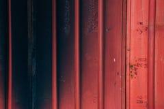 De uitstekende deur van het stijl rode blind stock fotografie