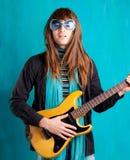 De uitstekende gitaar van de heup zware jaren '70 playe Stock Foto