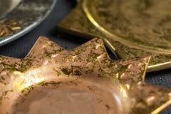 De uitstekende gouden en zilveren platen van kleurenkerstmis, decoratie Royalty-vrije Stock Afbeelding