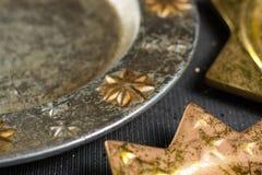 De uitstekende gouden en zilveren platen van kleurenkerstmis, decoratie Royalty-vrije Stock Foto