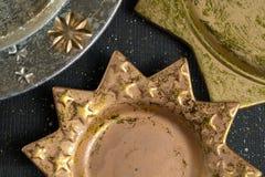 De uitstekende gouden en zilveren platen van kleurenkerstmis, decoratie Royalty-vrije Stock Foto's