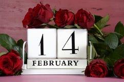 De uitstekende houten kalender van Valentine Day Royalty-vrije Stock Fotografie
