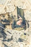 De uitstekende inktpen, de sleutel, het parfum, de lavendelbloemen en de oude liefde laten Royalty-vrije Stock Fotografie
