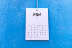 De uitstekende kalender met de hand gemaakte 2018 hangt op de muur Royalty-vrije Stock Afbeeldingen