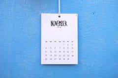 De uitstekende kalender met de hand gemaakte 2018 hangt op de muur Royalty-vrije Stock Afbeelding
