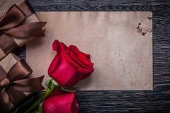 De uitstekende lege document rode natuurlijke vakjes van de rozengift Royalty-vrije Stock Foto