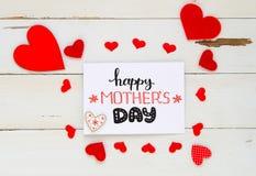 De uitstekende luchtsamenstelling van de moeder` s Dag van harten en hand getrokken groet royalty-vrije stock foto's
