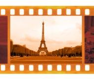 De uitstekende oude 35mm film van de kaderfoto met de Toren van Eiffel in Parijs, Fr Stock Afbeelding