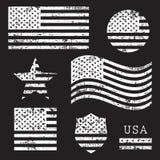 De uitstekende reeks van de grungevlag van de V.S. Amerikaanse die, wit op zwarte achtergrond, illustratie wordt geïsoleerd royalty-vrije illustratie