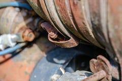 de uitstekende retro tractor roestige details sluiten omhoog stock foto