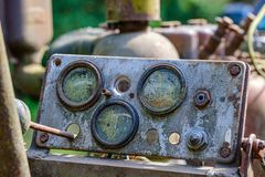 de uitstekende retro tractor roestige details sluiten omhoog royalty-vrije stock fotografie