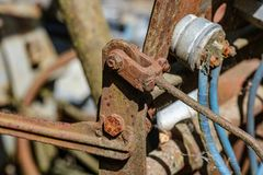 de uitstekende retro tractor roestige details sluiten omhoog stock afbeelding