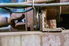 de uitstekende retro tractor roestige details sluiten omhoog stock fotografie