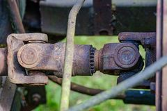 de uitstekende retro tractor roestige details sluiten omhoog stock foto's