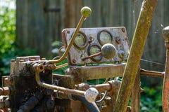 de uitstekende retro tractor roestige details sluiten omhoog royalty-vrije stock foto