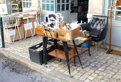 De uitstekende retro vlooienmarkt van het foto'smeubilair, Lissabon Stock Foto's