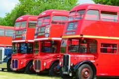 De uitstekende rode bussen van Londen Stock Afbeelding