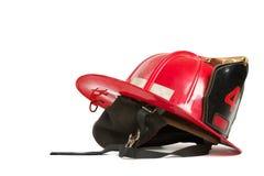 De uitstekende rode helm van brandvechters Stock Foto's