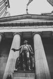 De uitstekende Stad van New York in schaduwen van grijs Stock Foto