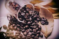 De uitstekende toon van koffiebonen, de achtergrond van het kunstwerk Royalty-vrije Stock Foto