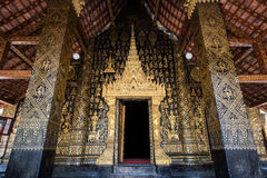De Uitstekende Voorgevel van Tempel Stock Foto