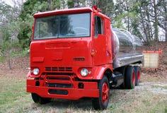 De uitstekende vrachtwagen van de Tanker Stock Afbeeldingen