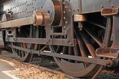 De uitstekende wielen van de stoomtrein Stock Fotografie