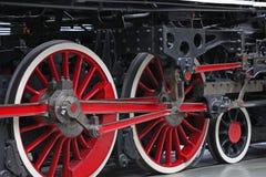 De uitstekende wielen van de stoomtrein Stock Foto's