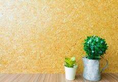 De uitstekende winkel van de koffiekoffie met gouden lichte houten oppervlakte Royalty-vrije Stock Afbeelding