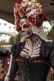 De uitvoerder van de skeletvrouw in Dia DE los Muertos royalty-vrije stock foto's
