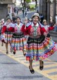 De uitvoerders bij de Meidag paraderen in Cusco in Peru royalty-vrije stock foto's