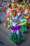 De uitvoerders met kleurrijke en gedetailleerde kostuums nemen aan C deel royalty-vrije stock afbeeldingen
