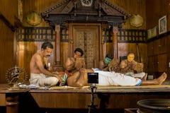 De uitvoerders treffen voor prestaties van Kathakali†voorbereidingen ‹ Traditioneel royalty-vrije stock foto