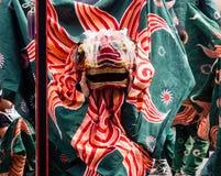 De uitvoerders van de leeuwdans bij Takayama-festival, Japan stock foto
