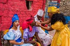 De Uitvoerders van de Santeriadans - Callejon DE Hamel/Hamel Alley stock afbeeldingen