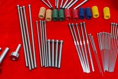 De uitwerperspelden en lente voor injectievorm Stock Foto