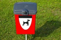De uitwerpselendoos van honden in de overzeese toevlucht Stock Foto