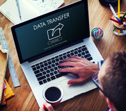 De Uitwisseling die van de gegevensoverdracht Synchronisatie delen uploadt Concept Stock Afbeeldingen