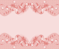 De un fondo rosado con el ornamento y las perlas Imágenes de archivo libres de regalías