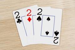3 de una clase dos 2 - casino que juega tarjetas del póker imágenes de archivo libres de regalías