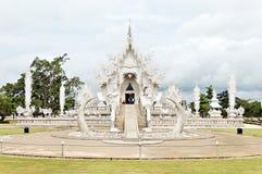 De unieke witte tempel van Boedha in Thailand royalty-vrije stock fotografie