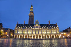 De universitaire bibliotheek in de avond, Leuven, België royalty-vrije stock afbeeldingen