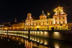 De universitaire bouw in Wroclaw bij nacht, Polen royalty-vrije stock foto's
